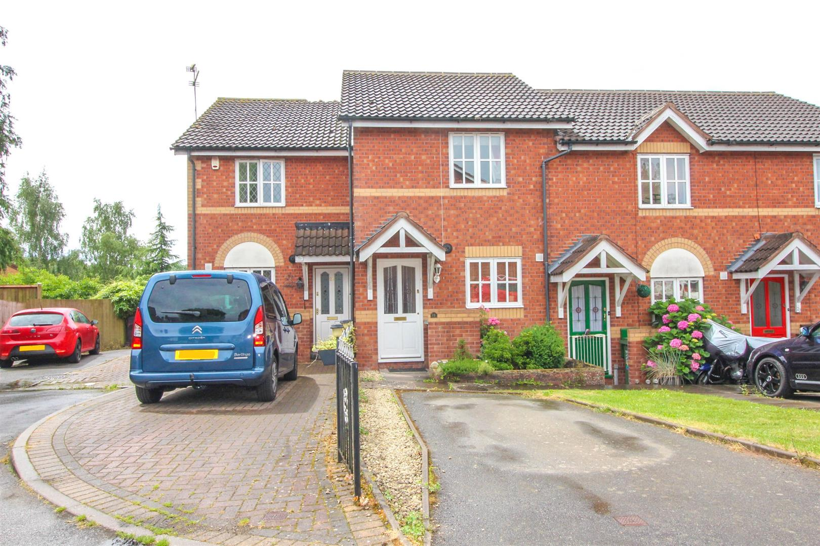 2 Bedrooms Property for sale in Fir Tree Close, Redditch